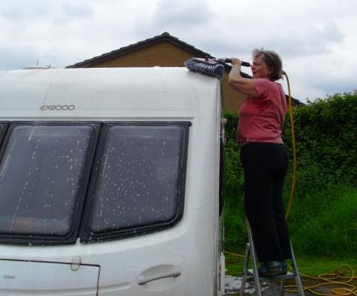 Caravan cleaning 003a
