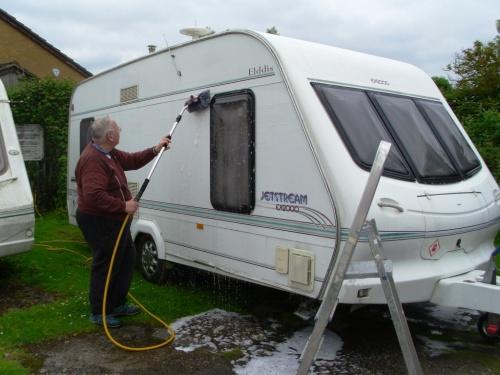 Caravan cleaning 005a