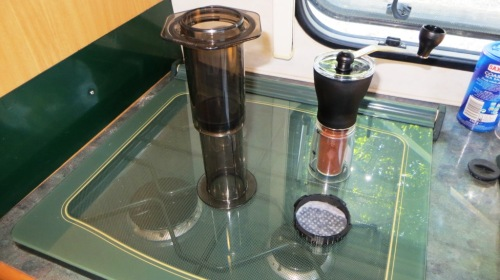 Stand the Aeropress upside down, wet the filter paper, and grind 20g of coffee.