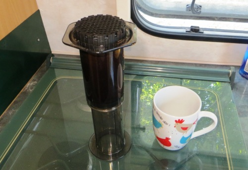 Fill with hot water, and screw on the filter holder. Brew for half a minute. Meanwhile heat two mugs.